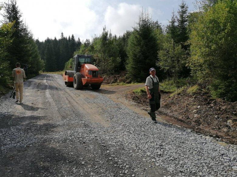 Erdei utakat és középületet újítanak fel Gyergyóújfaluban és környékén