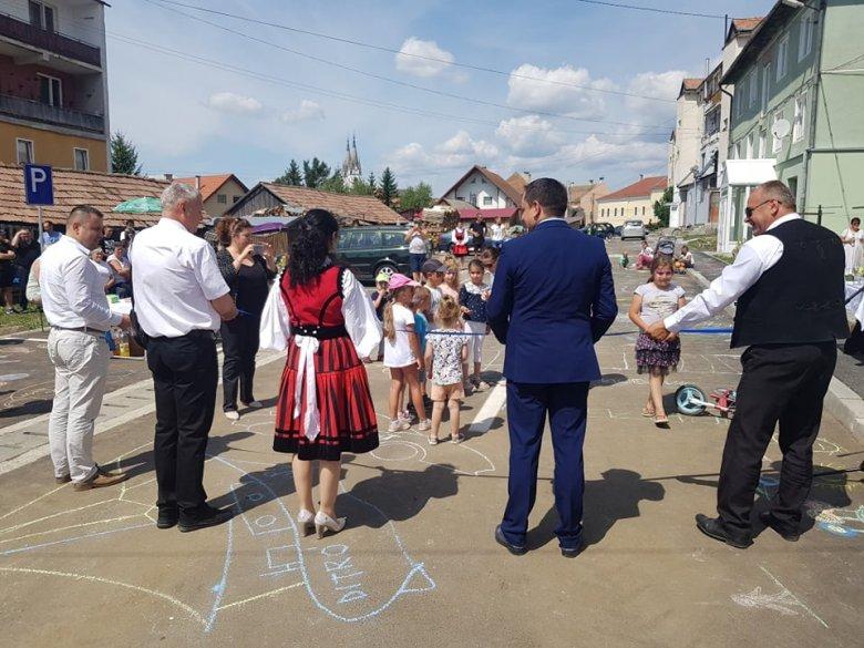 Az ünnepség, amin a románajkú, diaszpóráért felelős államtitkár székelyruhában jelent meg