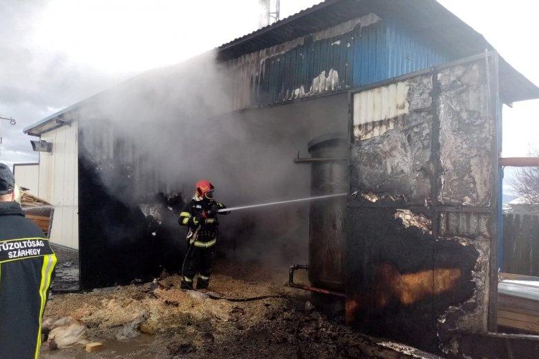 Fafeldolgozónál ütött ki tűz