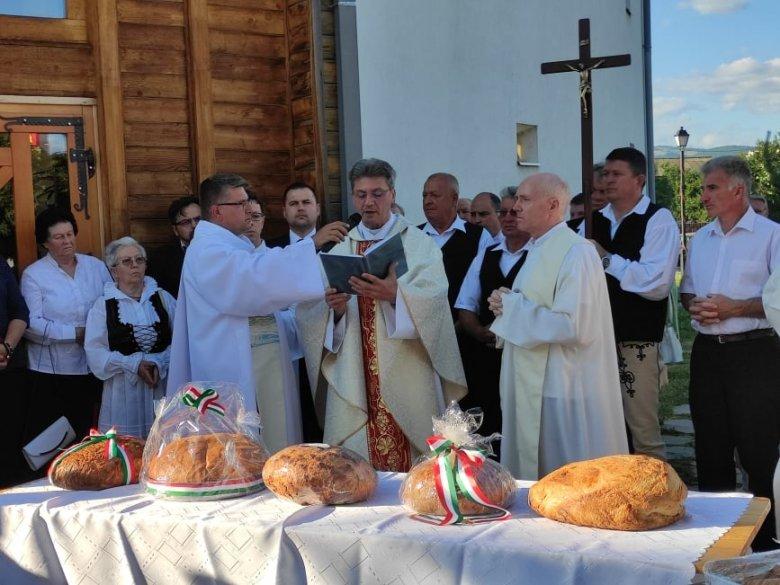 A nemzeti ünnep mellett a Szent István templom tizenhárom évvel ezelőtti felszentelésre emlékeztek