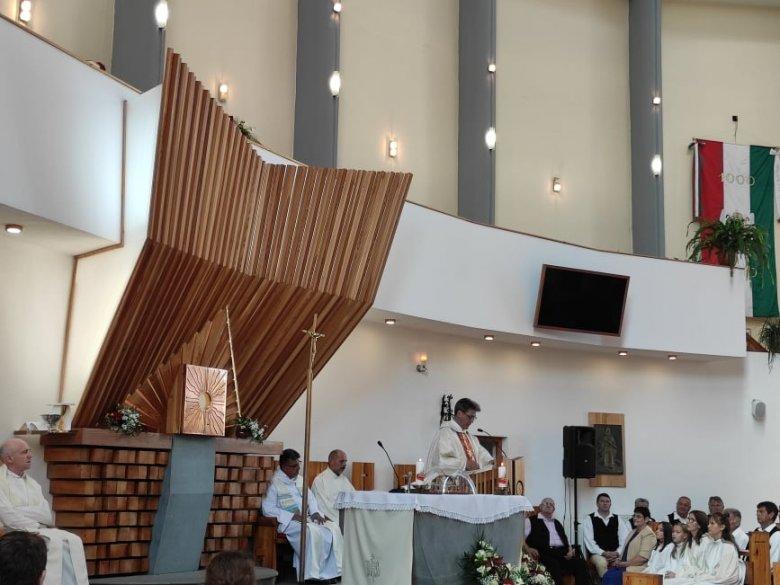 A nemzeti ünnep mellett a Szent István-templom tizenhárom évvel ezelőtti felszentelésre emlékeztek