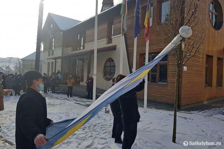 Az EMSZ társelnöke azt kéri a polgármesterektől hogy tűzzék ki máshová a levont zászlókat