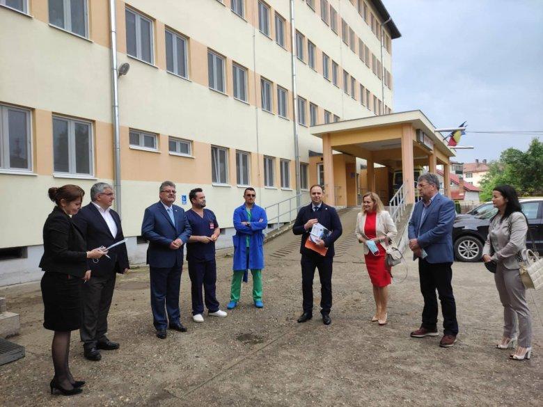 Tizenötezer eurós mobil lélegeztetőgépet kapott a gyergyószentmiklósi kórház