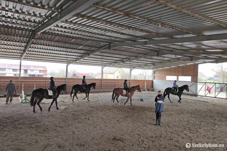 Több mint 11 ezer eurót gyűjtöttek a Remetei Lovasklub jótékonysági nyílt napján