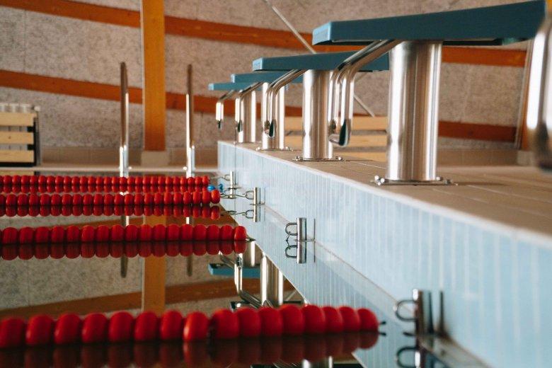 Két uszoda is készül Gyergyószéken: egyikben már úszni is lehetne, a másik kivitelezése ütemterv szerint halad
