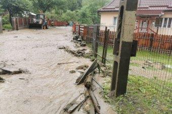 Tíz ember volt kénytelen elhagyni az otthonát az árvíz miatt Gyergyóholló községben