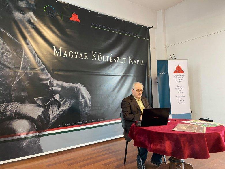Gyerekelőadással és fotókiállítással tisztelegnek a magyar líra előtt
