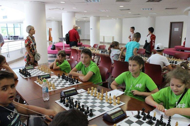 Bajnokok a gyergyóalfalvi iskola sakkozói