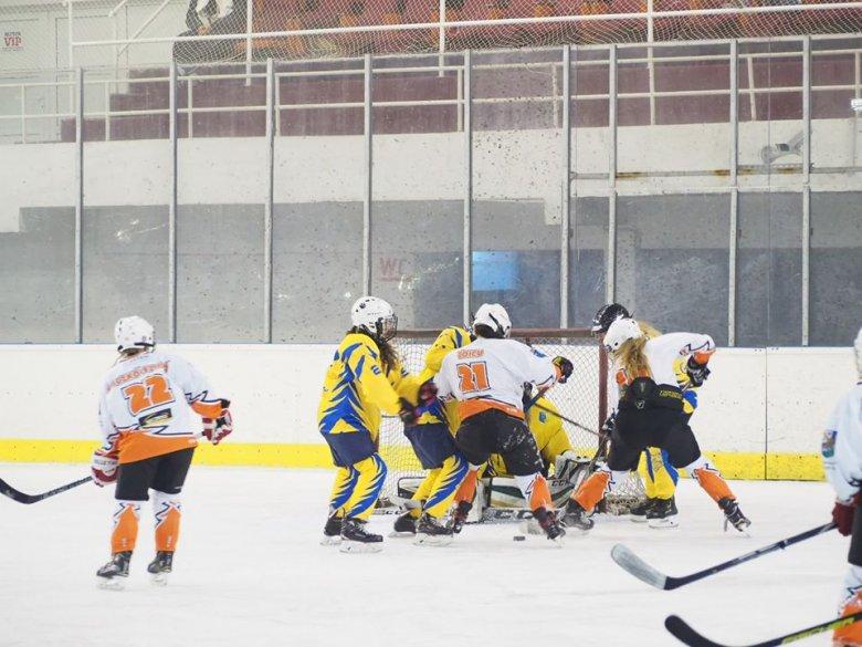Magyarországon játszanak a gyergyói hokis lányok