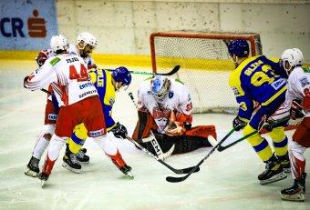 Mentőt küldtek a jégre az agyrázkódást szenvedett GYHK-játékoshoz