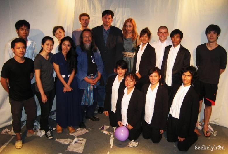 Thaiföldön turnézik az Osonó