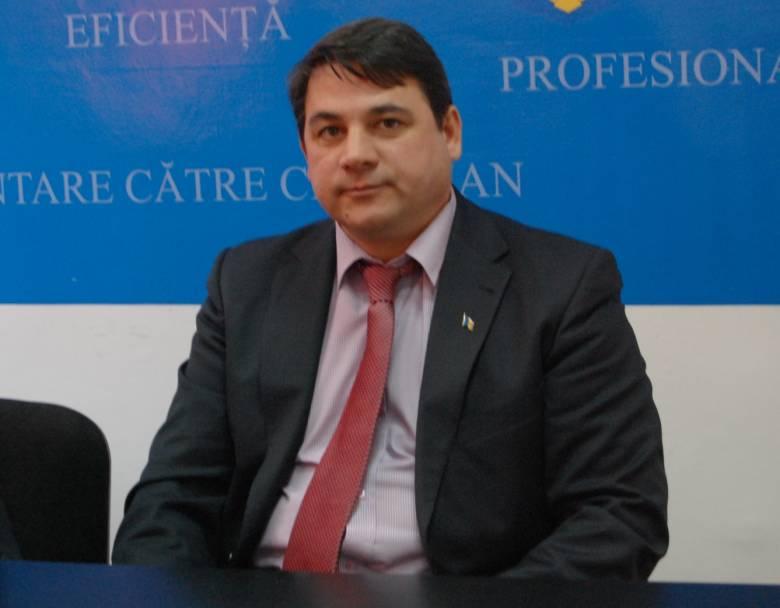 Áthelyezése miatt perel a magyarellenességéről elhíresült volt háromszéki főfogyasztóvédő
