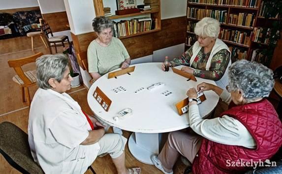 Önkéntes fiatalok segítettek az öregotthonban