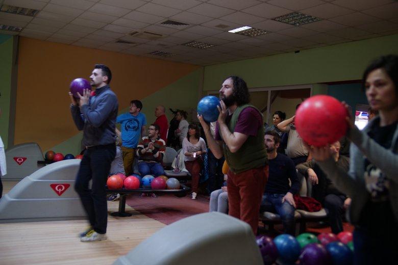 Sepsiszentgyörgyi társulatok tagjai mérték össze bowling-tudásukat
