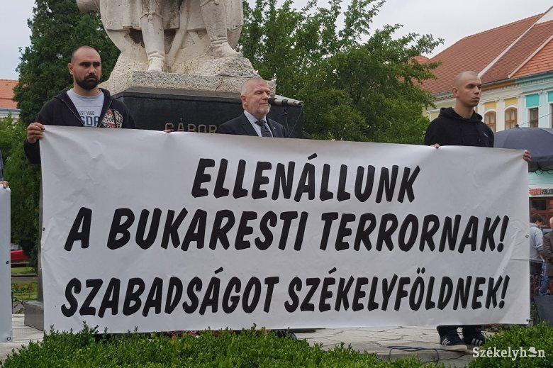 """""""Ez egy jogi köntösbe öltöztetett magyarellenes támadás"""" – igazságot követeltek Bekéék ügyében"""