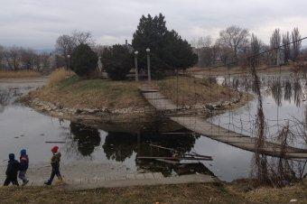 Régészeti feltárással kezdődik a sepsiszentgyörgyi állomási tó környékének korszerűsítése