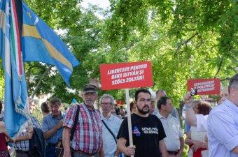 Lélekerősítő kiállás Beke és Szőcs mellett: több százan követeltek igazságot a kézdivásárhelyi tüntetésen