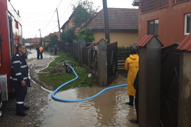 Pincéket és alagsorokat árasztott el a víz Kovásznán