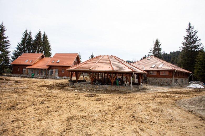 Befejeződött a tábor-, kezdődik az iskolaépítés