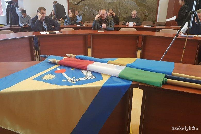 """Diplomáciai hadüzenetnek tekinthető a zászlók eltávolítása – Budapest is tud a """"száműzött"""" lobogókról"""