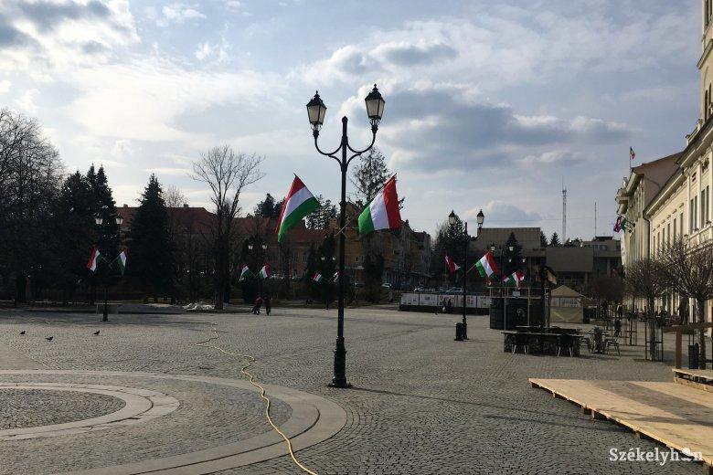 Pótolnak a sepsiszéki polgármesterek Antal Árpád zászlóbírságába