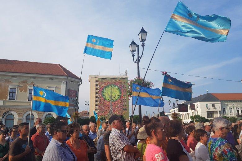 """""""Nem hagyjuk a temetőt!"""" – tüntetés Sepsiszentgyörgyön"""