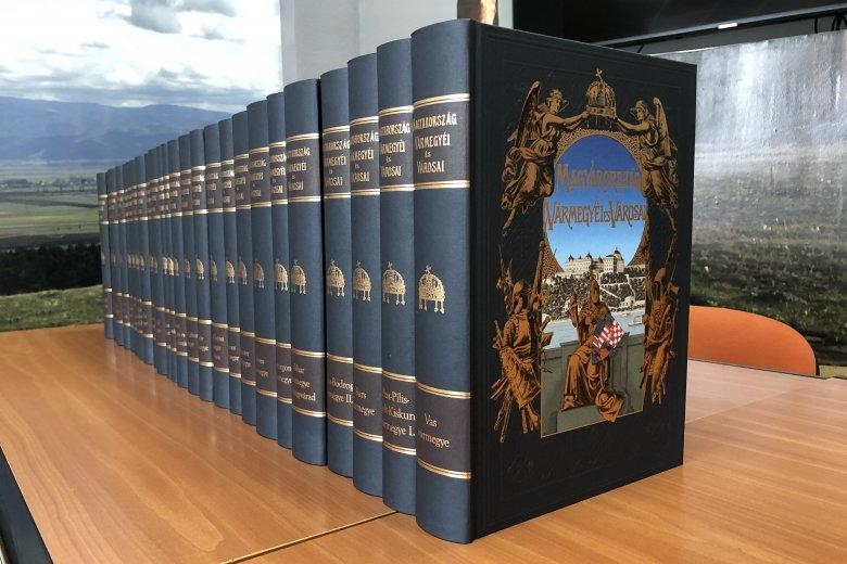 Rendkívül értékes könyvsorozatot adományoz a magyar kormány a határon túlra
