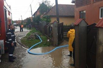 Csaknem kétezer katonai tűzoltó dolgozott a viharok és áradások okozta károk felszámolásán