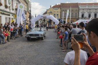 Retró autók versenyeznek Kézdivásárhelyen
