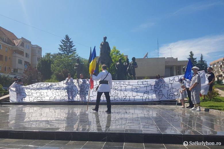 Döcögősen indult az ünneplés, végül többször is elénekelték a román himnuszt Sepsiszentgyörgyön