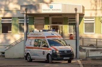 Kétségbeesett felhívással fordul a kórház vezetősége a lakossághoz, hogy oltassák be magukat