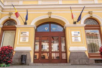 Magyarokat románul, románokat magyarul oktatnak Sepsiszentgyörgy városának támogatásával