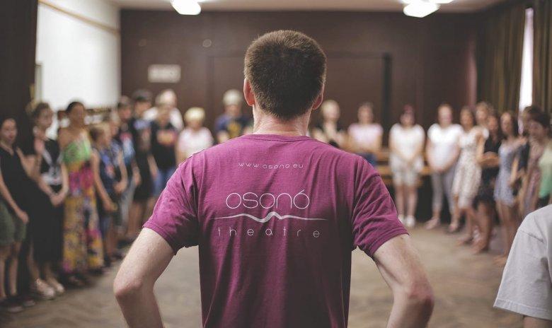 Önfenntartó Osonó: színház, oktatás és szociális projektek