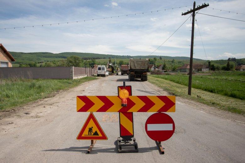 Különbség van útfelújítás és útkarbantartás között