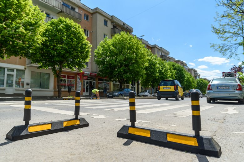 Védőszigeteket alakítanak ki a sepsiszentgyörgyi gyalogátjárók mellett