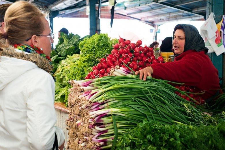 A helyi termelőknek próbálnak kedvezni az egyébként drága sepsiszentgyörgyi piacon