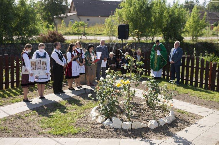 Kovács Gergely érsek, Kerekes László püspök és Marosi Balázs áldozópap előtt tisztelegtek Oroszfaluban