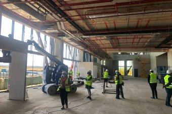Még legalább egy évet várni kell a brassói reptérre – Uniós finanszírozásban is reménykedik a megyei tanács
