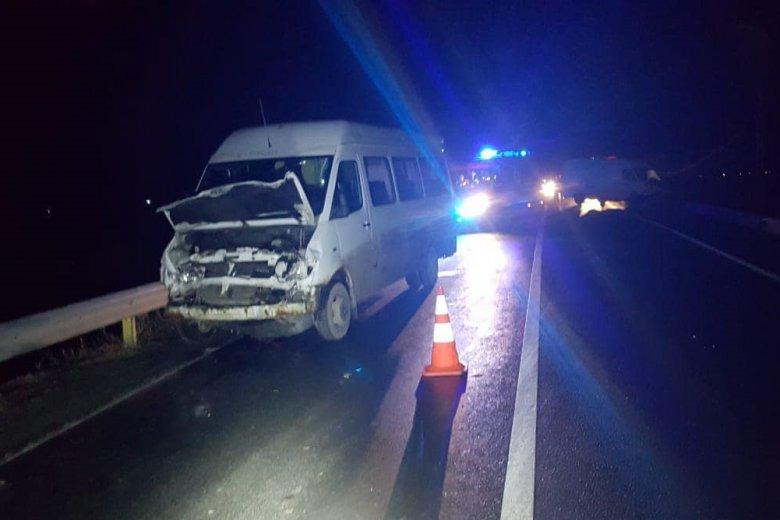 Négy jármű ütközött Kovászna megye határában, ketten megsérültek