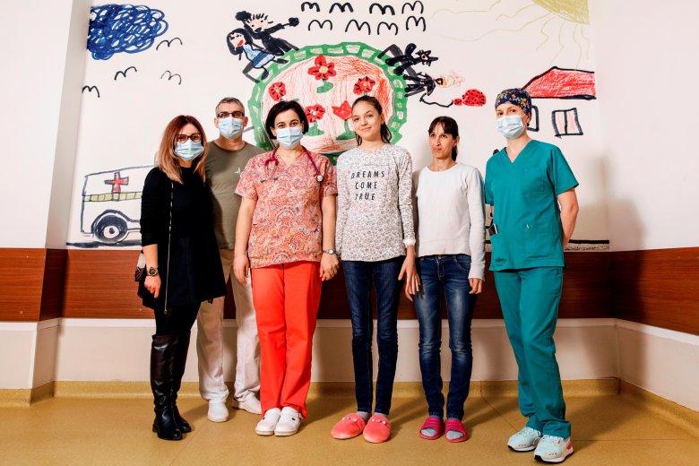 Meggyógyították a koronavírus-fertőzés szövődményeként lebénult lányt