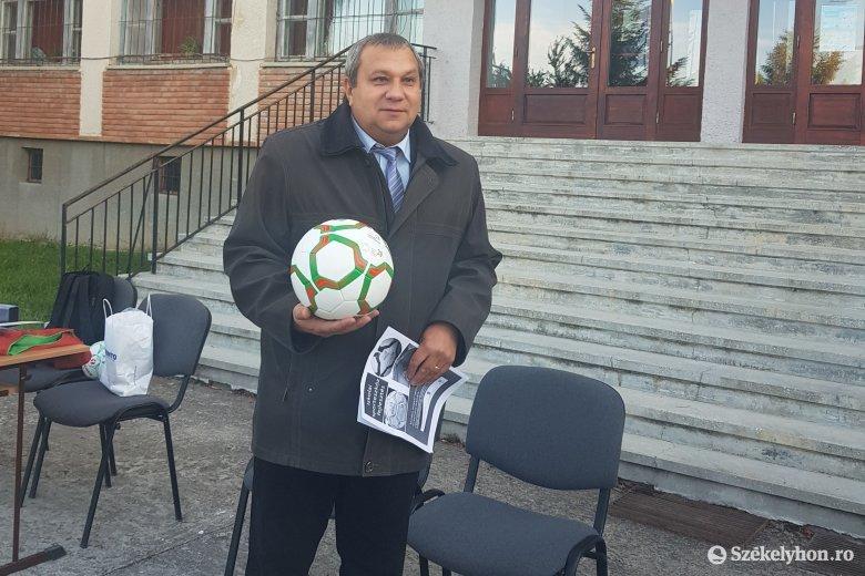 Sporteszközöket kaptak a háromszéki diákok a magyar kormány jóvoltából