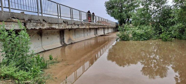 Templomot árasztott el a víz, a Feketeügy rétyi hídján korlátozták a forgalmat