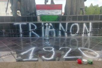 Négy magyar tizenévest gyanúsítanak a sepsiszentgyörgyi szoborrongálással
