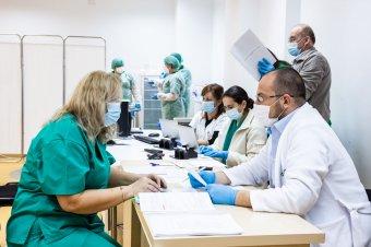 Már több mint 300 ezren feliratkoztak a koronavírus elleni oltásra az immunizáció második szakaszában