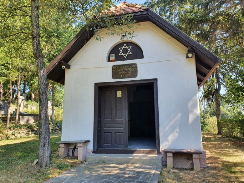 A sepsiszentgyörgyi holokauszt-emlékpark síremlékeinek avatását készítik elő