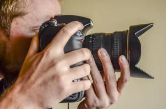Képi látás, történetmesélő erő – Fotóművész a vásárhelyi egyetem pályázatáról, a tekintélyromboló digitalizációról