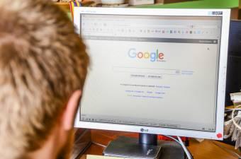 Szankciókkal fenyegeti az EU a Google óriáscéget keresőmotorja átláthatatlan működése miatt