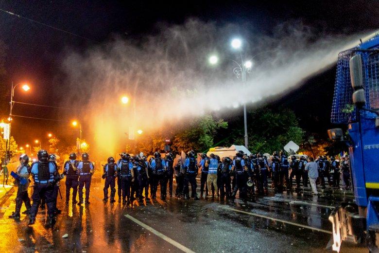 Már közel háromszázan tettek feljelentést a bukaresti tüntetésen közbelépő csendőrök ellen