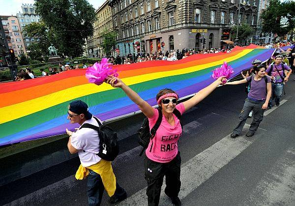 Szivárványszínű jövőkép, avagy az identitászavar szabadsága