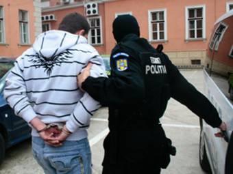 Őrizetbe vettek Bukarestben egy hivatásos katonát, aki a gyanú szerint 13 éves lányt zaklatott